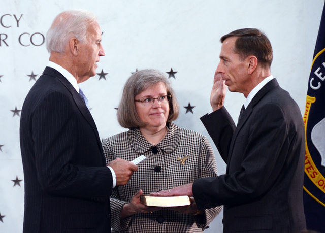 640px-Petraeus_ceremonially_sworn_in_as_CIA_Director